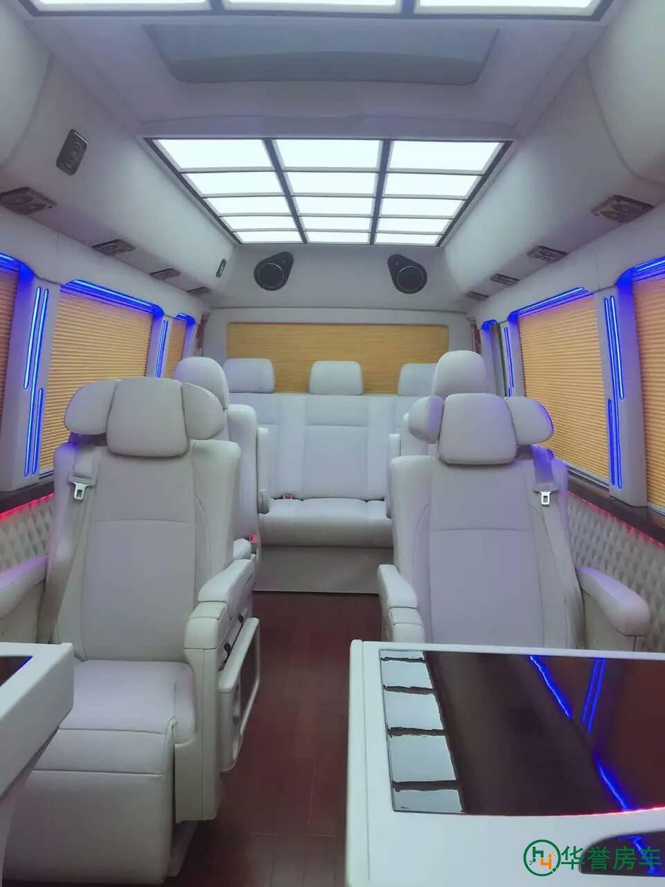 超豪华版丰田中巴考斯特(柯斯达)中巴商务车,中巴改装,改装之后的中巴不仅解决了低碳、节能、环保、舒适的功能,而且还具有空间大、装饰豪华、乘坐舒适,能给宾客带来备受尊重的感觉。 中巴改装主要是采用各种中巴类型底盘改装,其风格保留了原不张扬的外形特点,秀外慧中,内布局个性化设计,宽敞舒适,内饰家具采用流行设计,前后贯通、融为一体,使整行驶安全,密封性,保温性、乘坐舒适性、方便性均得到完整的体现。